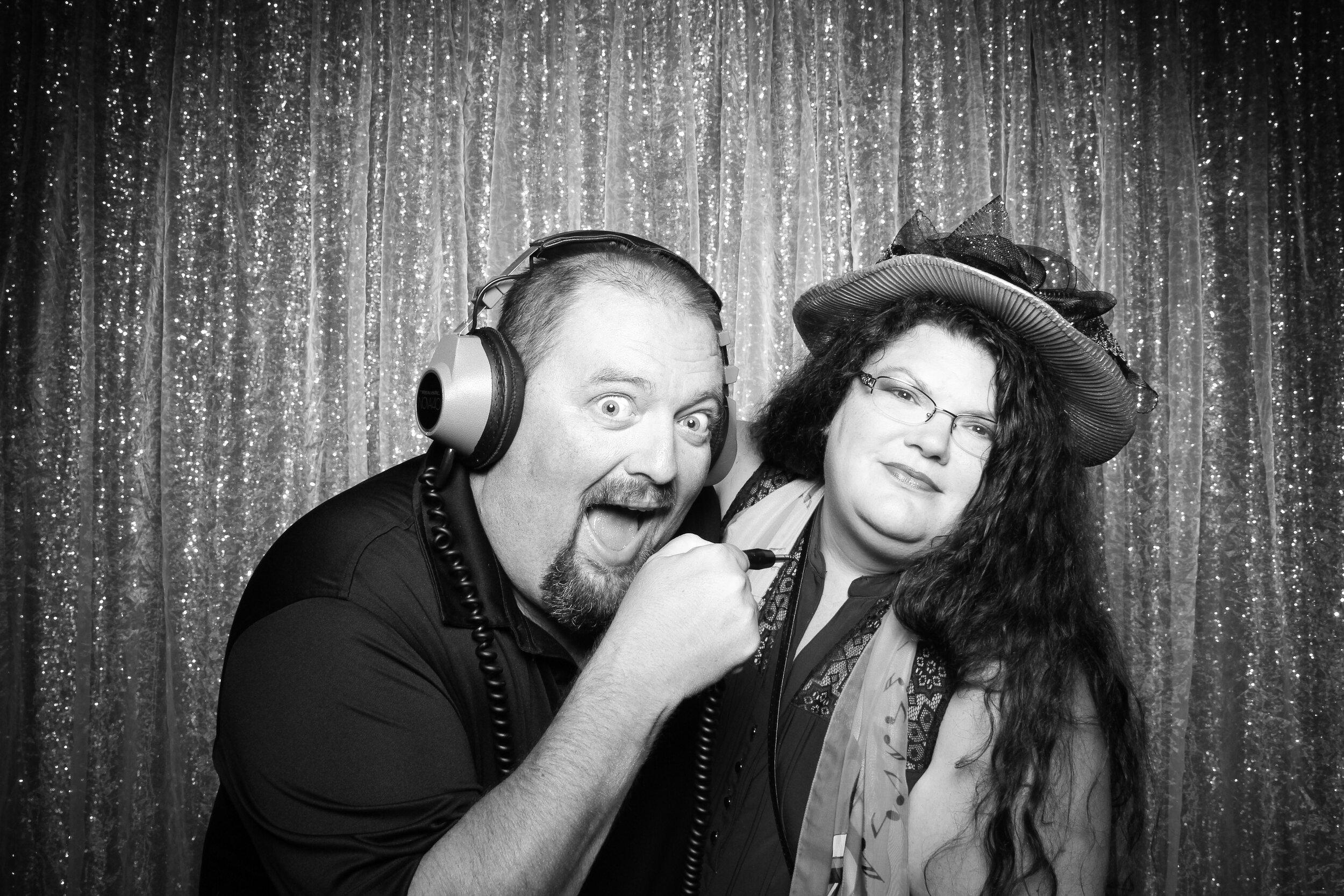Chicago_Vintage_Wedding_Photobooth_House_of_Blues_16.jpg