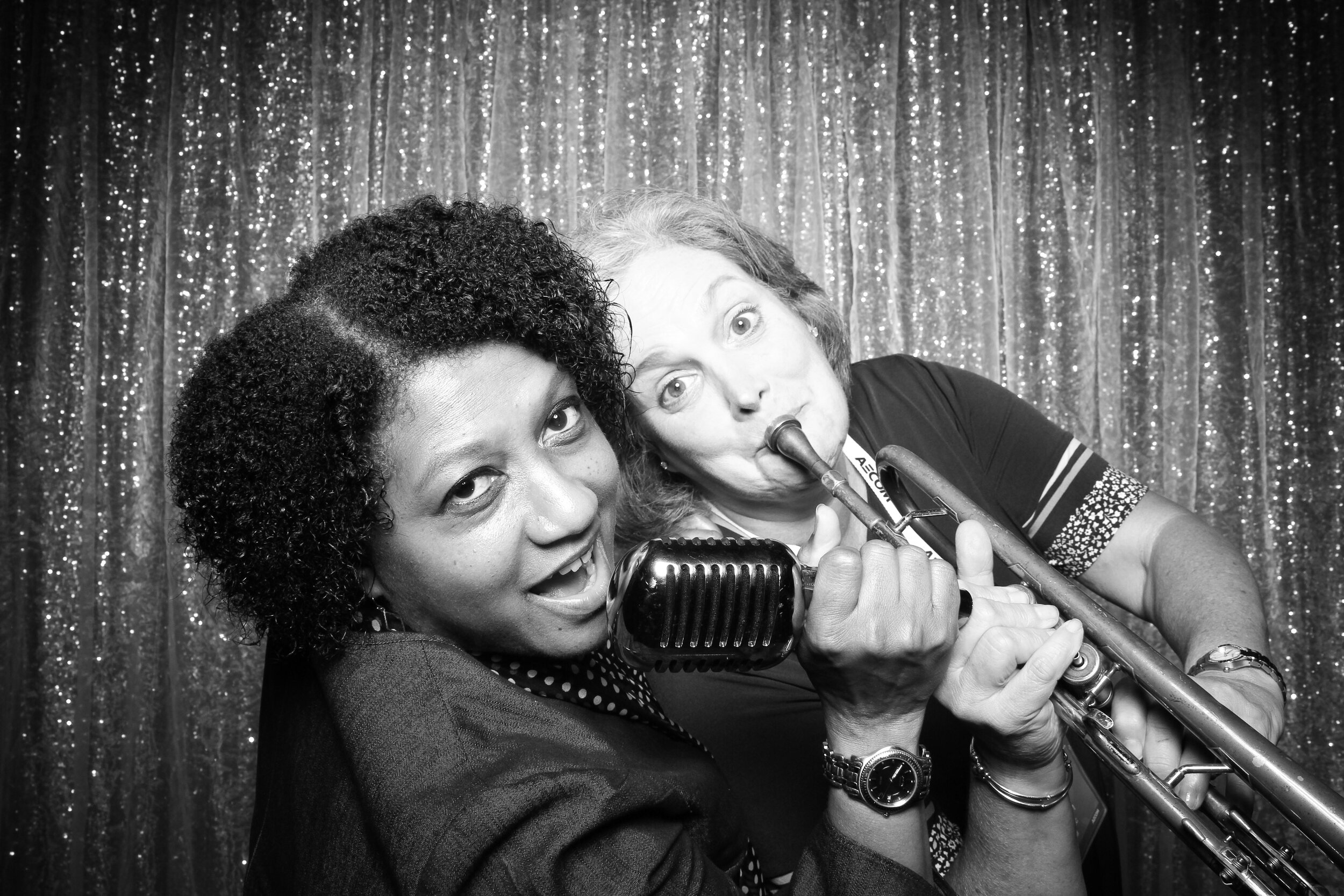 Chicago_Vintage_Wedding_Photobooth_House_of_Blues_20.jpg