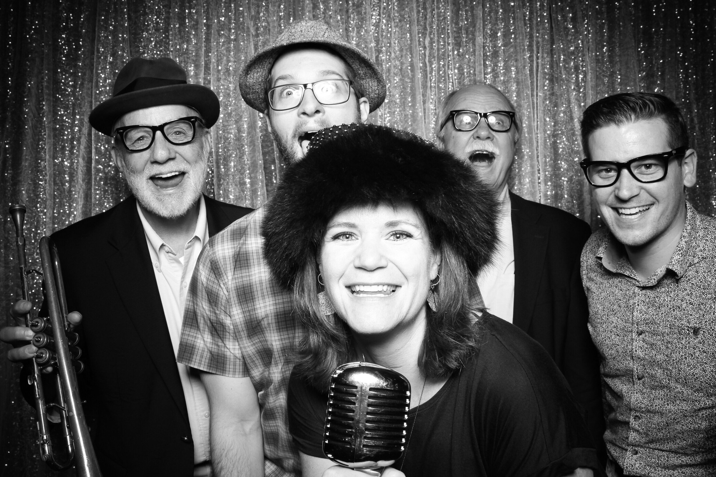 Chicago_Vintage_Wedding_Photobooth_House_of_Blues_26.jpg