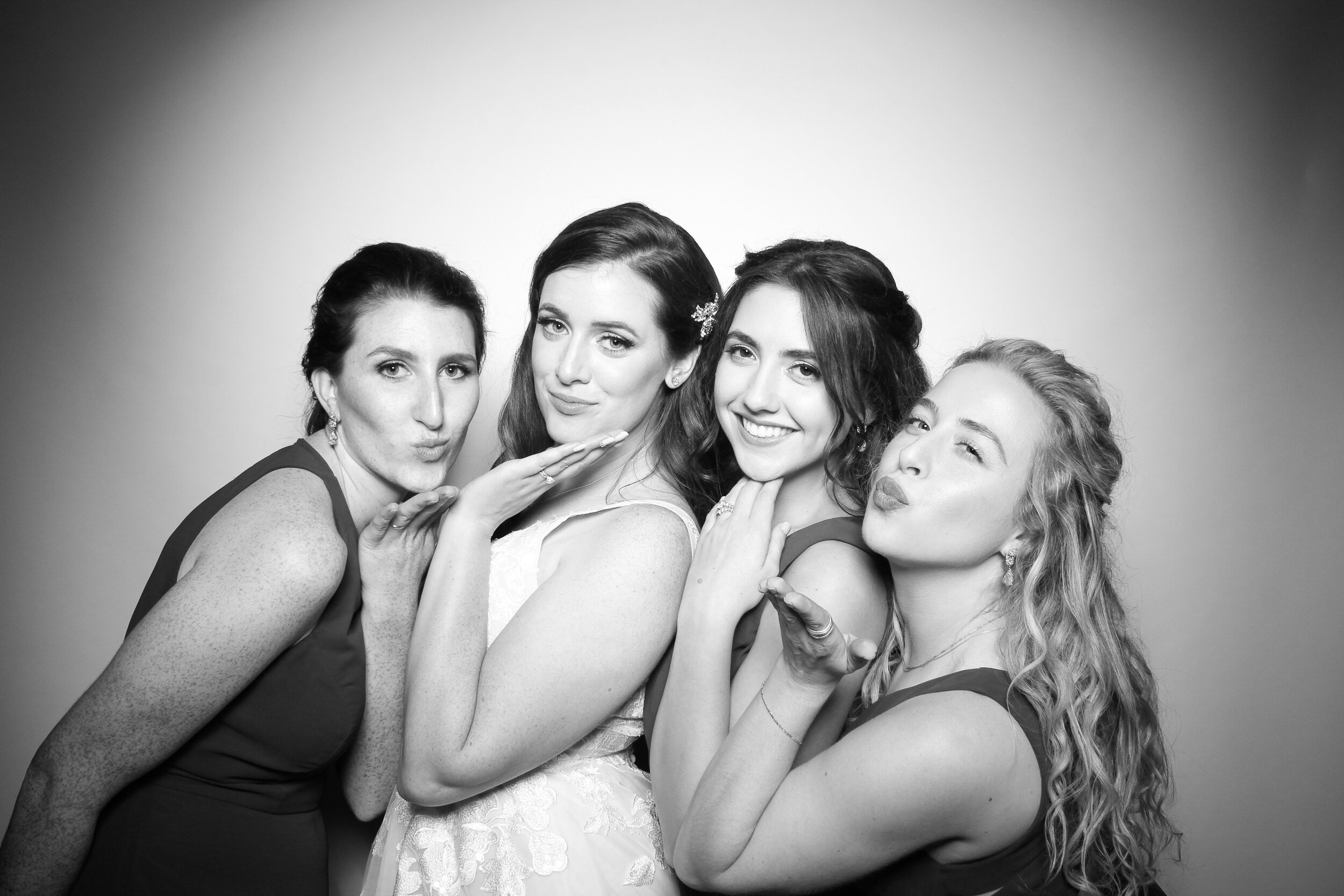 Mir_Mir_Kardashian_Style_Black_and_White_Photo_Booth_Chicago_04.jpg