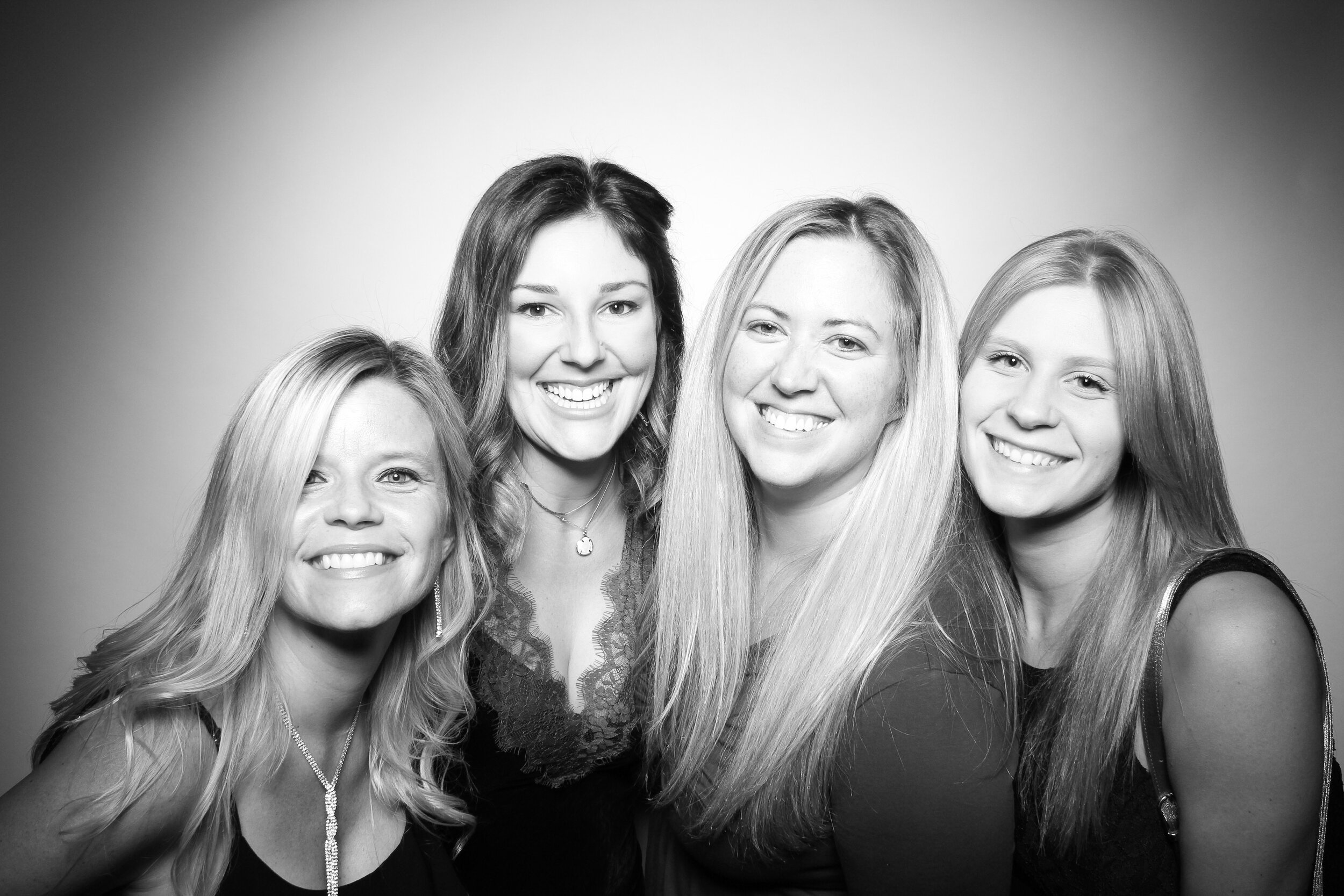 Mir_Mir_Kardashian_Style_Black_and_White_Photo_Booth_Chicago_07.jpg