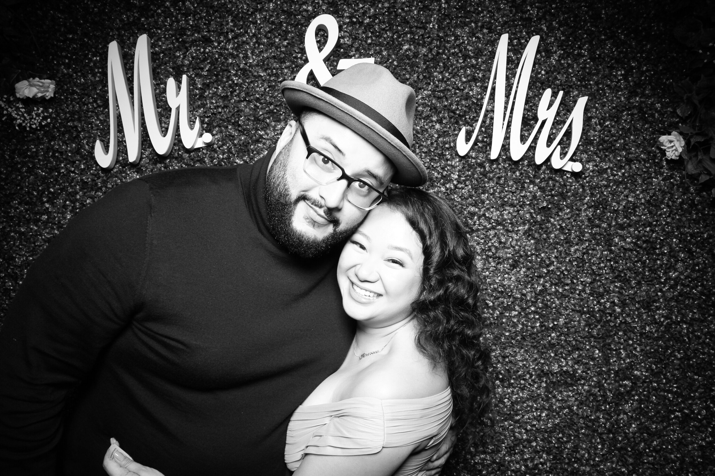 Green_Hedge_Ivy_Wall_Backdrop_Photo_Booth_Rental_Chicago_02.jpg