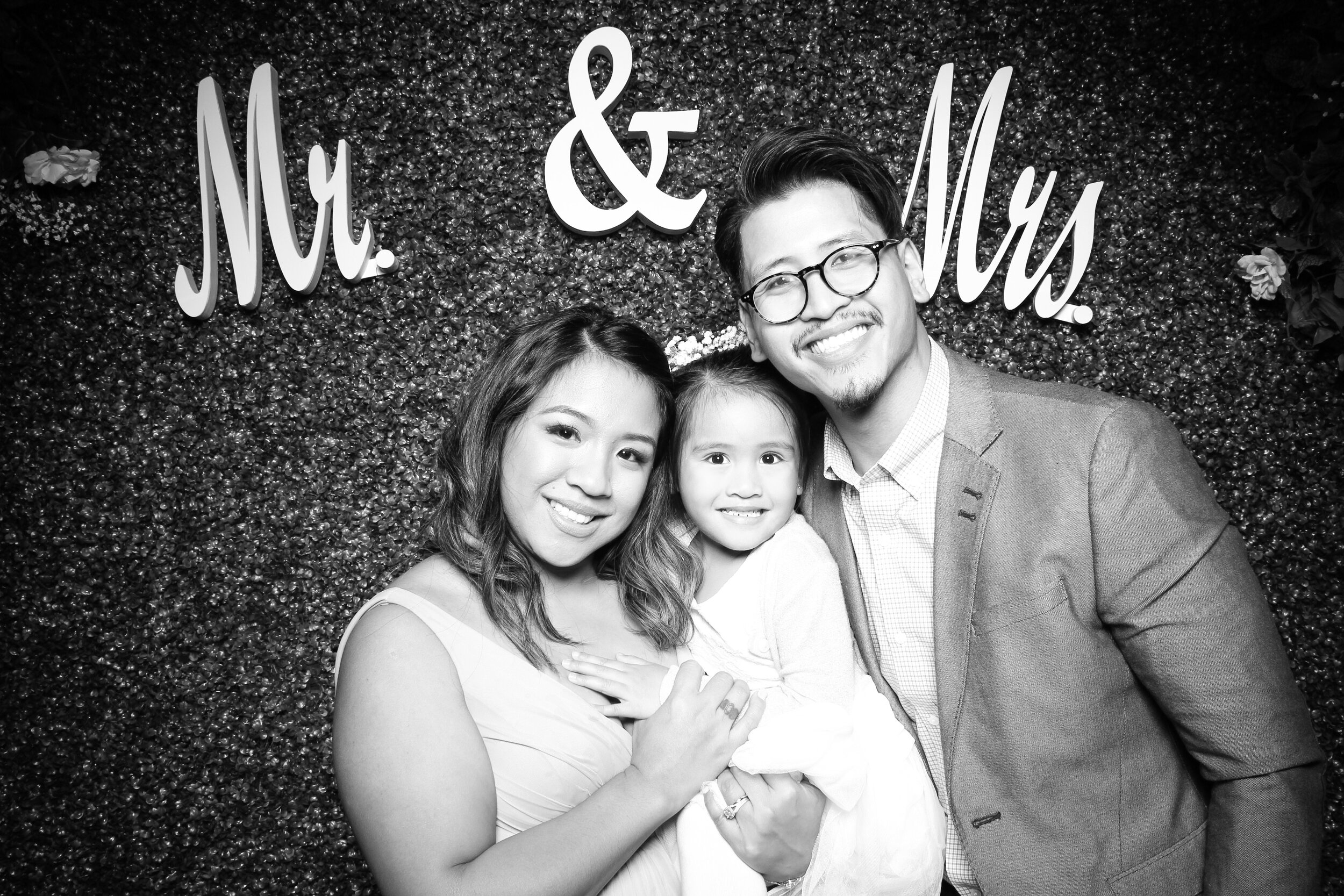 Green_Hedge_Ivy_Wall_Backdrop_Photo_Booth_Rental_Chicago_03.jpg