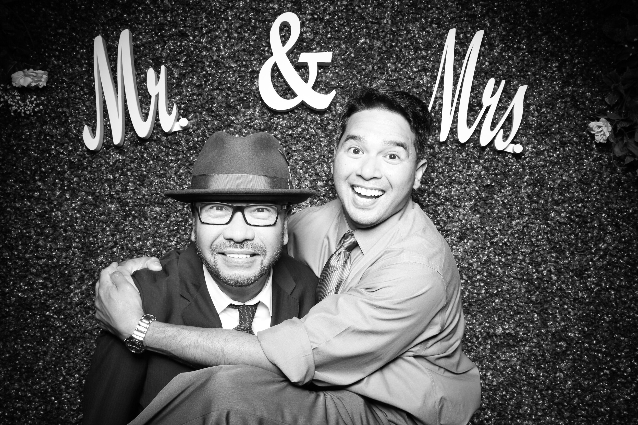 Green_Hedge_Ivy_Wall_Backdrop_Photo_Booth_Rental_Chicago_05.jpg