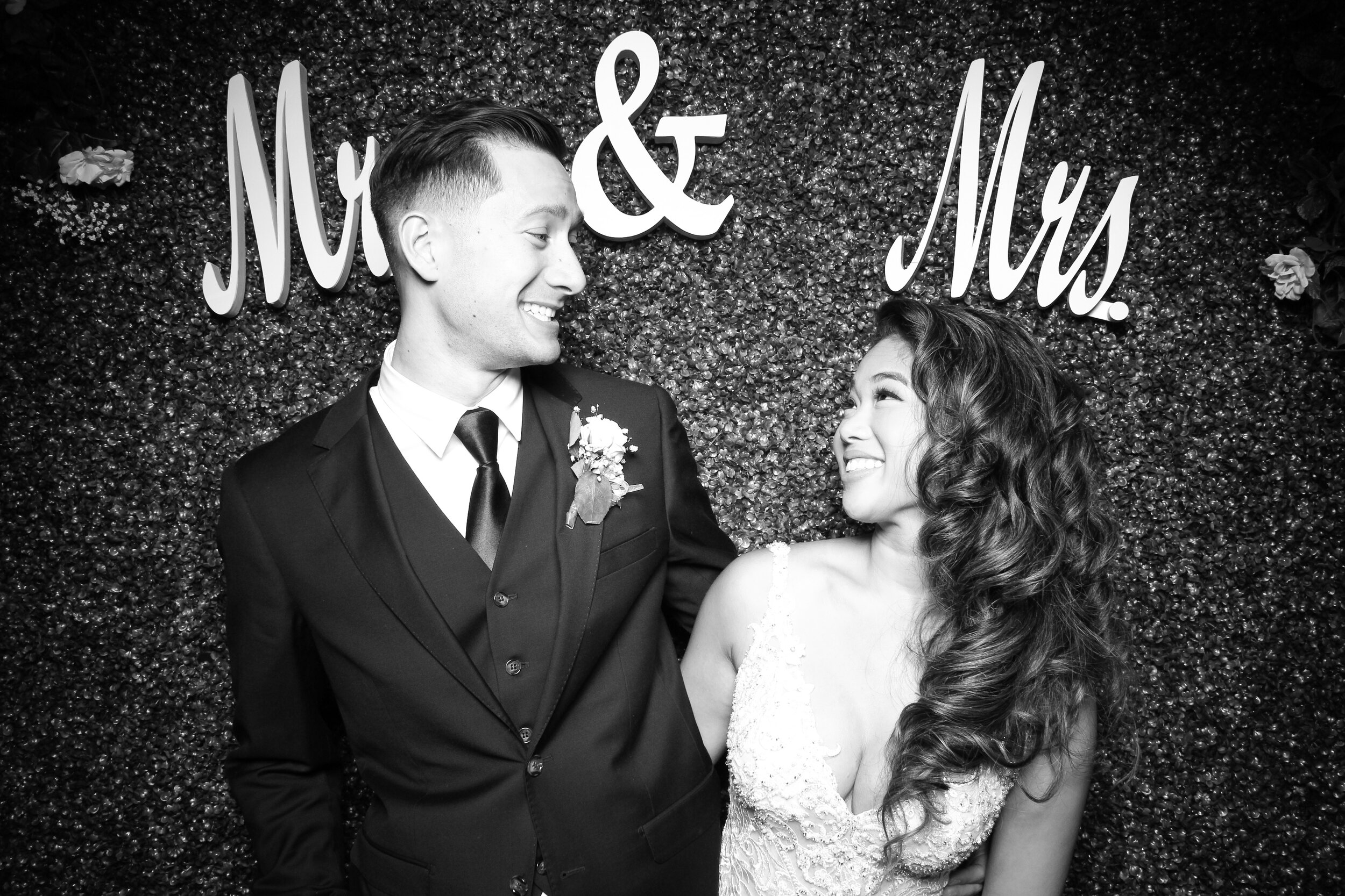Green_Hedge_Ivy_Wall_Backdrop_Photo_Booth_Rental_Chicago_06.jpg