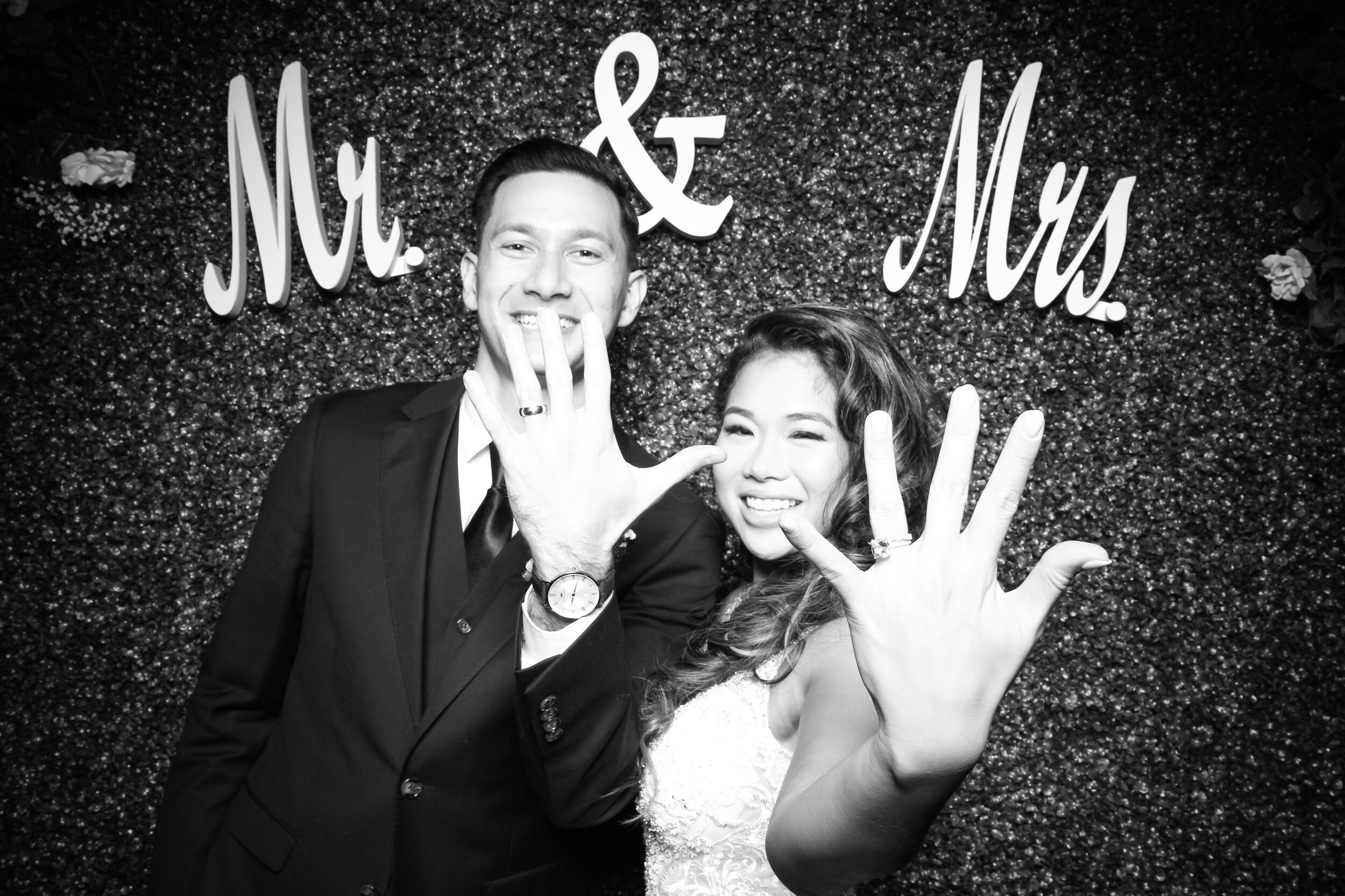 Green_Hedge_Ivy_Wall_Backdrop_Photo_Booth_Rental_Chicago_08.jpg