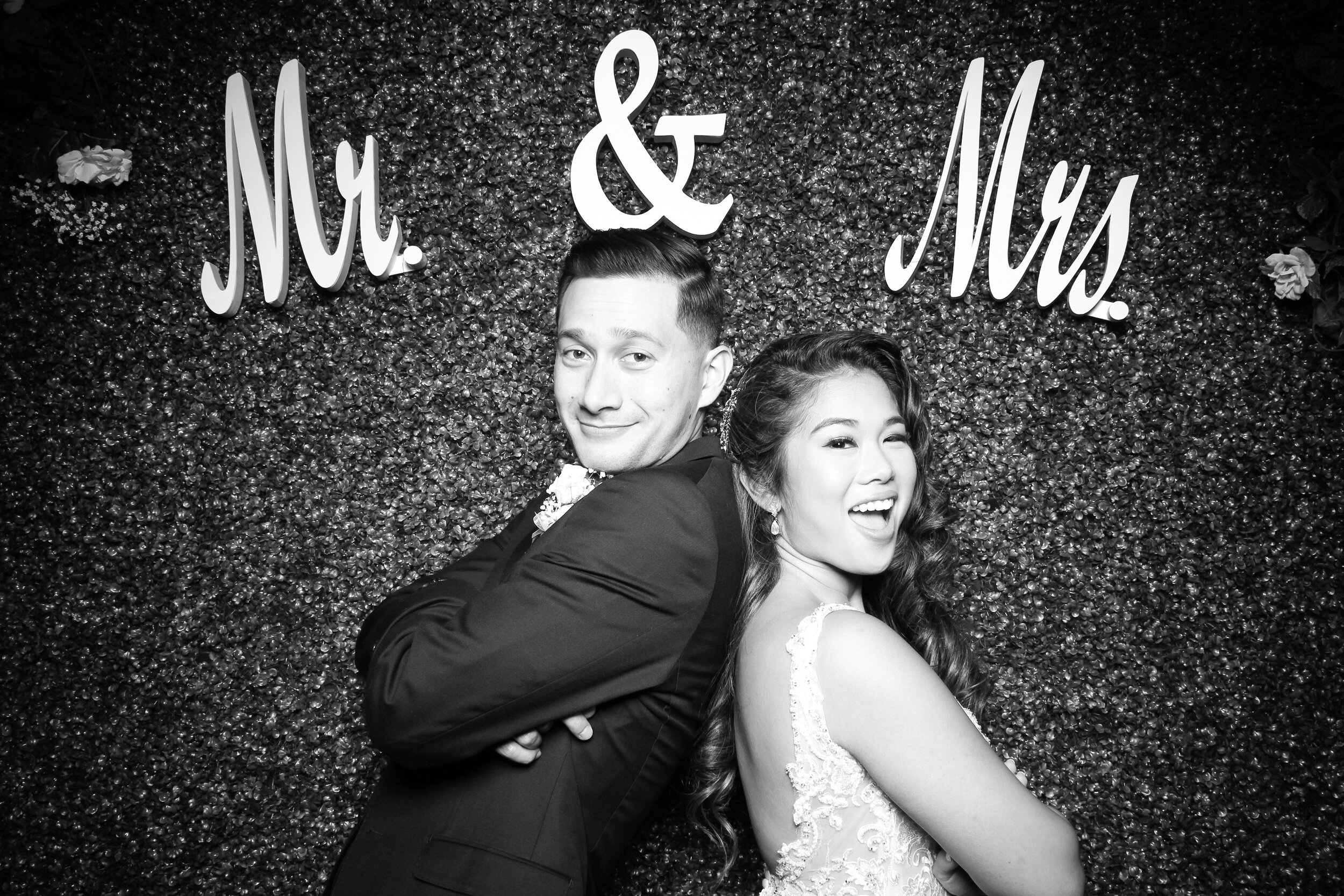 Green_Hedge_Ivy_Wall_Backdrop_Photo_Booth_Rental_Chicago_07.jpg