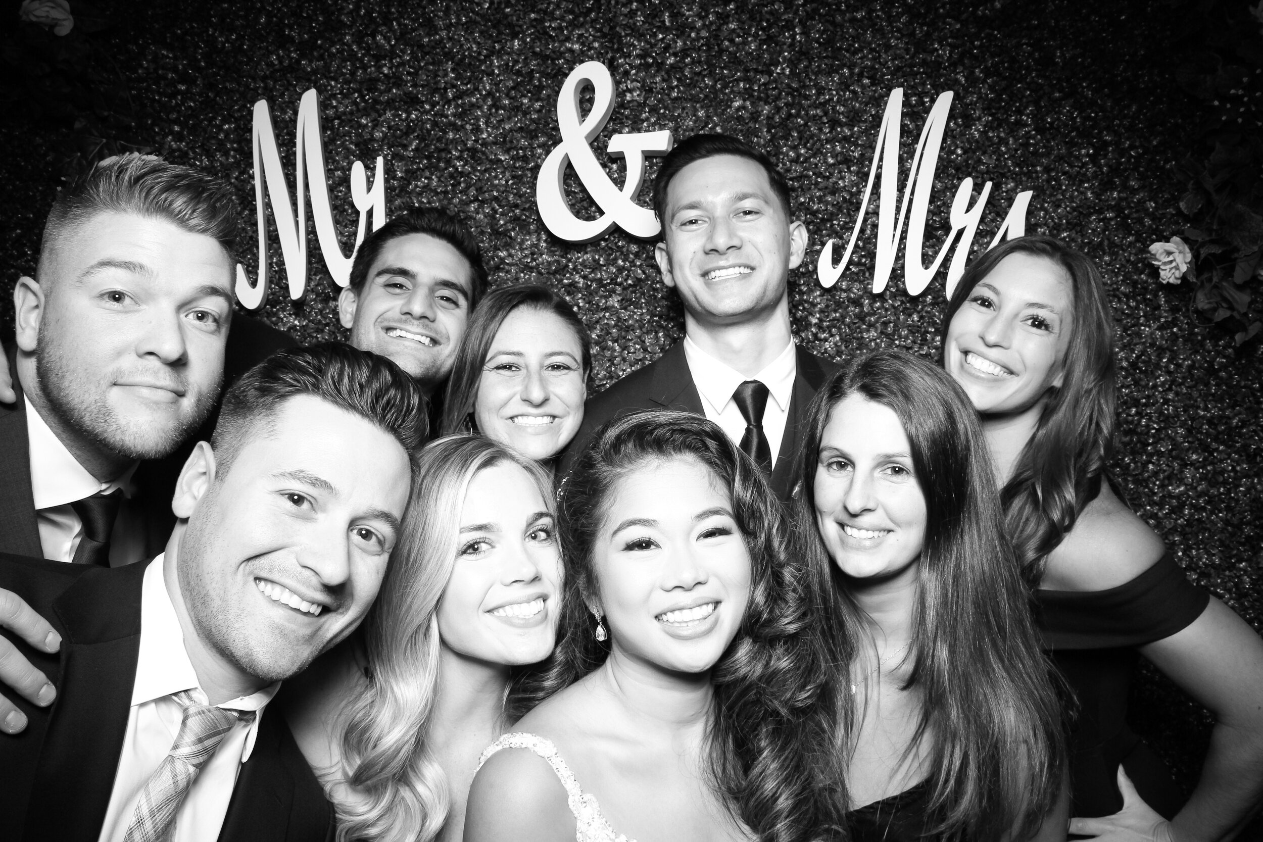 Green_Hedge_Ivy_Wall_Backdrop_Photo_Booth_Rental_Chicago_09.jpg