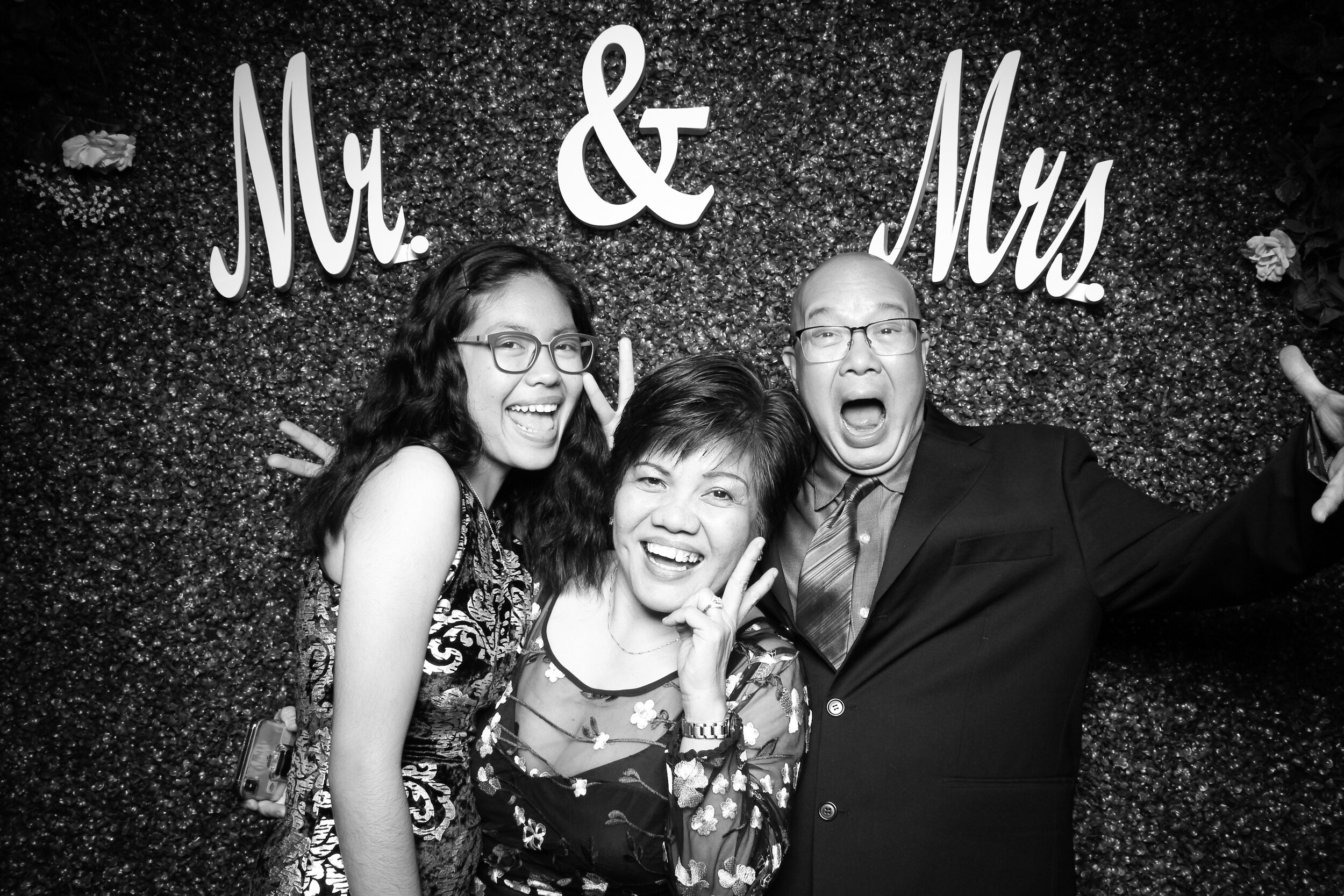 Green_Hedge_Ivy_Wall_Backdrop_Photo_Booth_Rental_Chicago_10.jpg