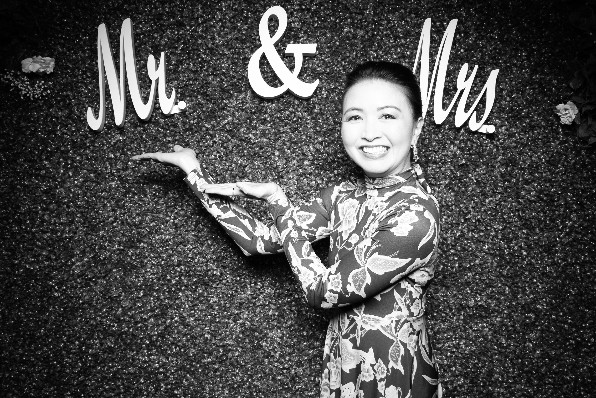 Green_Hedge_Ivy_Wall_Backdrop_Photo_Booth_Rental_Chicago_11.jpg