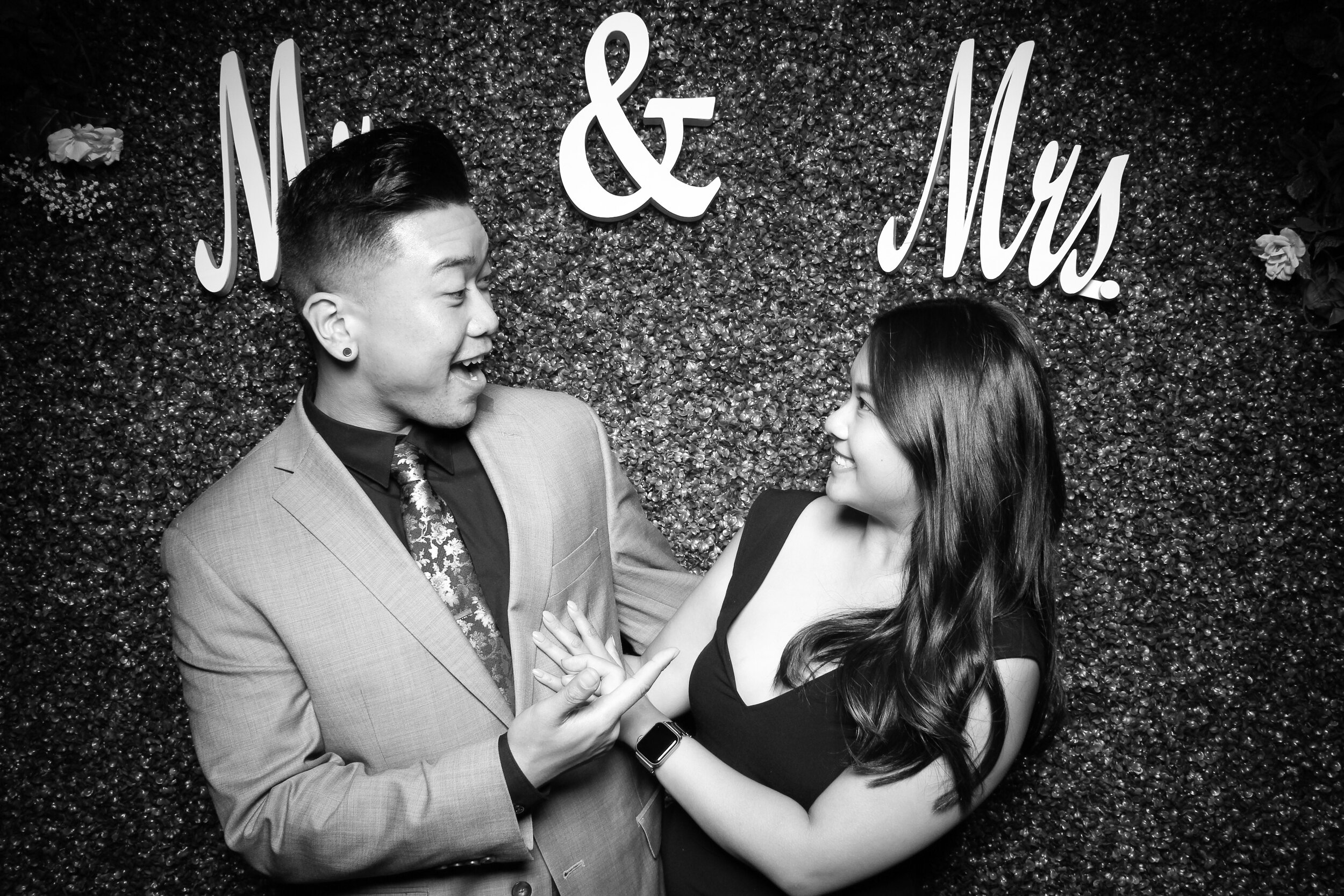 Green_Hedge_Ivy_Wall_Backdrop_Photo_Booth_Rental_Chicago_12.jpg
