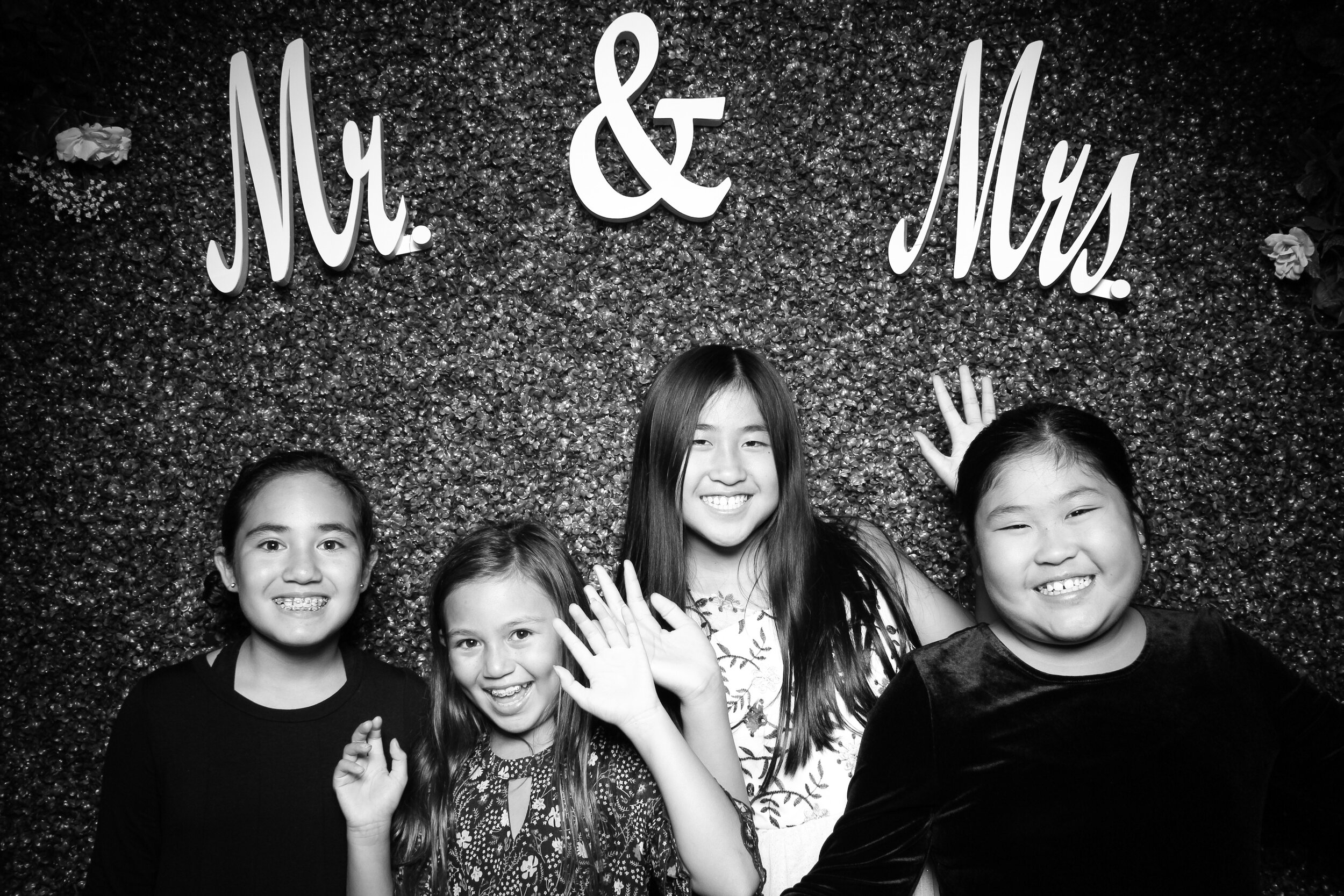 Green_Hedge_Ivy_Wall_Backdrop_Photo_Booth_Rental_Chicago_14.jpg