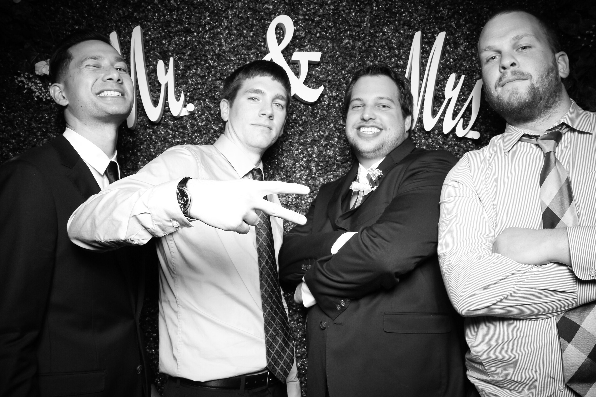Green_Hedge_Ivy_Wall_Backdrop_Photo_Booth_Rental_Chicago_15.jpg