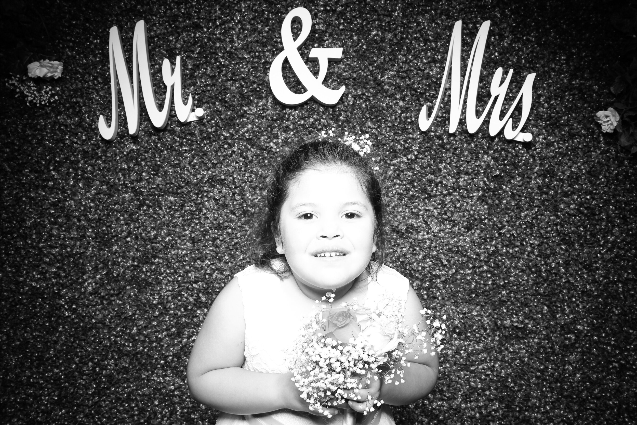 Green_Hedge_Ivy_Wall_Backdrop_Photo_Booth_Rental_Chicago_17.jpg
