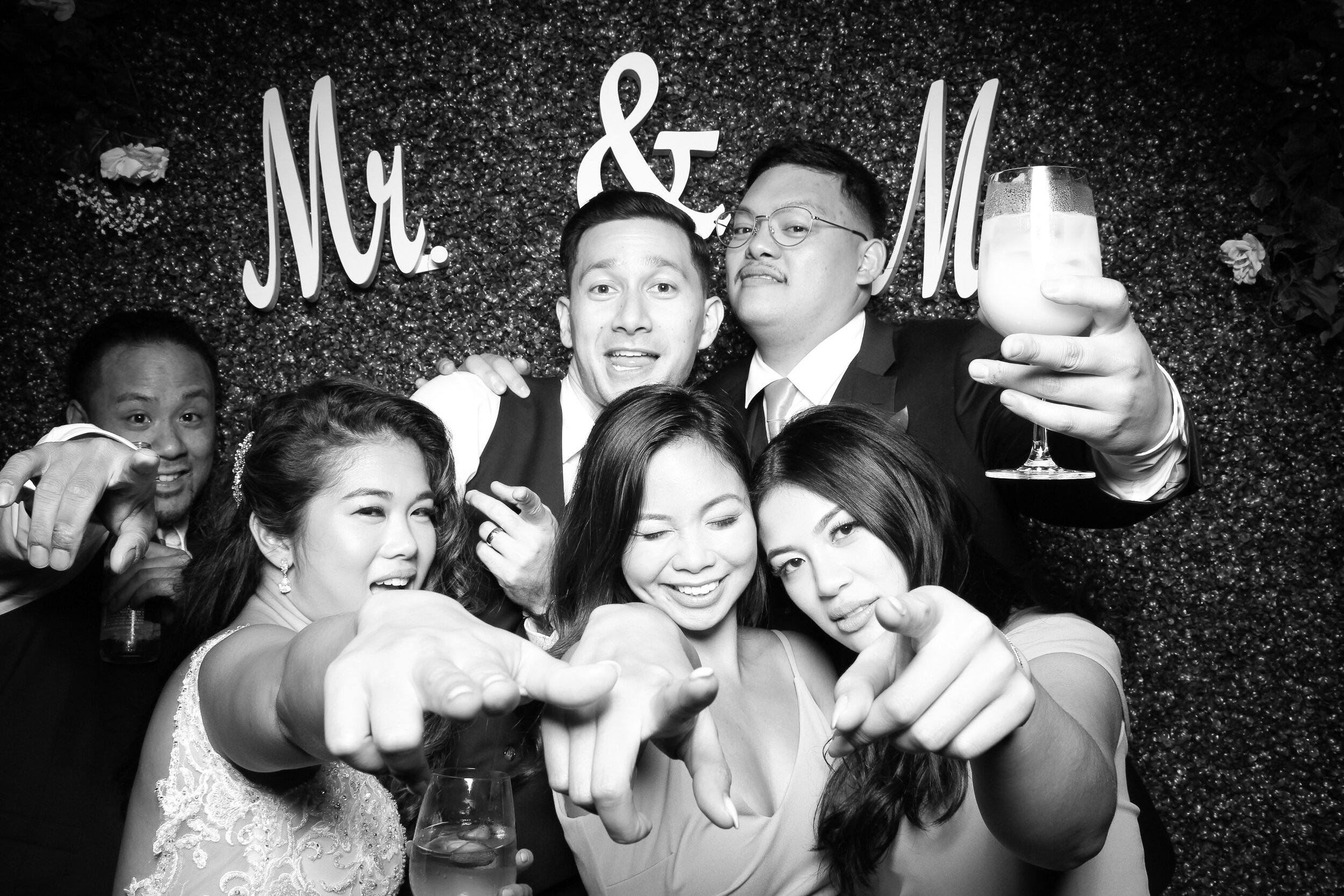 Green_Hedge_Ivy_Wall_Backdrop_Photo_Booth_Rental_Chicago_21.jpg
