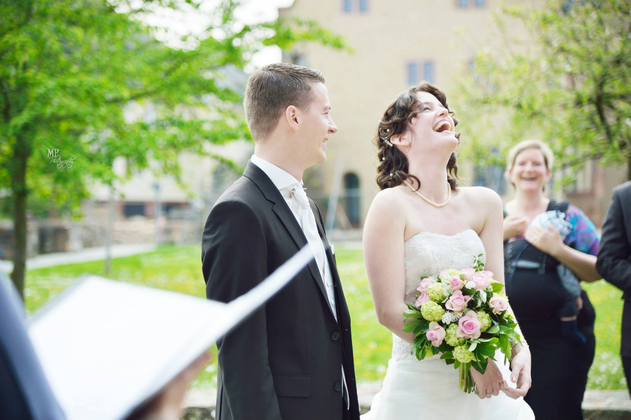 Valeria & Michael - Liebe Simone,wir danken Dir von ganzem Herzen für unsere Trauung. Wir waren uns immer sicher, dass wir mit Dir die richtige Wahl für unsere Hochzeit getroffen haben. Und das haben wir. Unsere Zeremonie haben wir sehr intensiv erlebt und sie war genau so, wie wir es uns gewünscht und mit dir abgesprochen haben. Unzählige Male wurden wir angesprochen, dass die Trauung unter deiner Leitung die schönste, emotionalste und herzlichste Trauzeremonie jemals gewesen sei und das haben wir auch so empfunden. Es ist beinahe(!) schade, dass wir wohl nie mehr zusammenarbeiten werden.:-)
