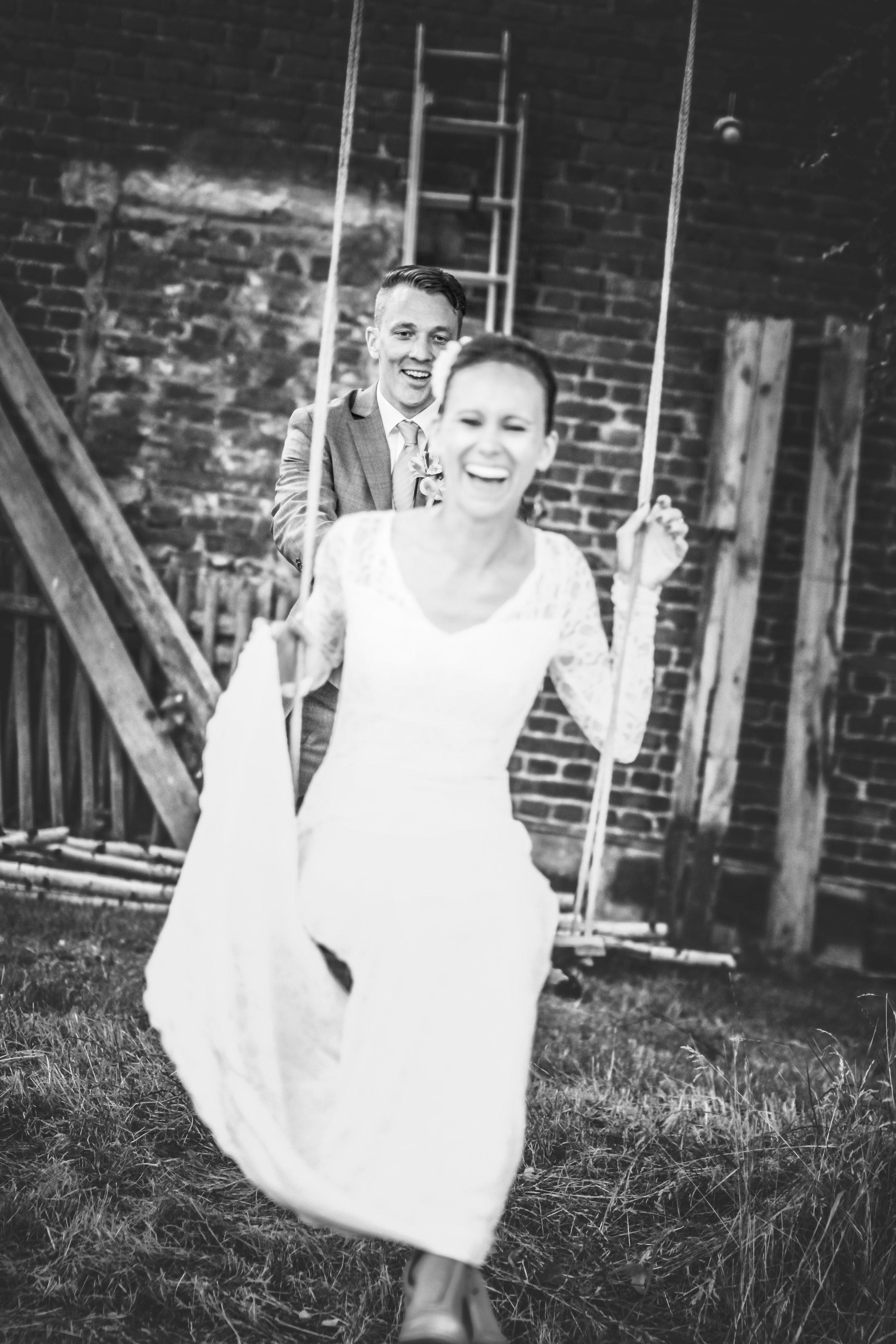 July & Toby - Mutter des Bräutigams:Ich kann einfach nicht anders, ich MUSS dir noch einmal schreiben:Du hast die Trauung unseres Traumpaares sooo wundervoll gemacht!So eine schöne Trauung habe ich noch NIEMALS erlebt.DANKE DANKE DANKE DANKE DANKE.Du hast nicht nur das Brautpaar glücklich gemacht sondern die ganze Hochzeitsgesellschaft.Ganz großen Respekt!!!Ich wünsche dir weiterhin so viel Freude bei der Arbeit und dass du noch ganz ganz vielen Paaren so eine wundervolle Trauung bereitest.