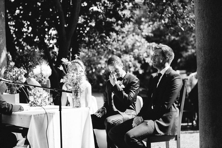 Denise & Mathias - Wir möchten uns nochmals von ganzemHerzen bei dir bedanken.Noch nie haben wir eine so schöne, romantische und liebevolle Hochzeitszeremonie erlebt.Du hast diesen Tag absolut perfekt gemachtfür uns! Es war so toll, wie du unsere Geschichte erzählt und unsere Liebe dargestellt hast.So viele Gäste haben uns auf dich angesprochen wie wundervoll deine Zeremonie war.Selbst die älteren und sehr gläubigen Gäste waren nach der Trauung völlig hin und weg vom Stil deiner freien Trauzeremonie.Vielen Dank Simone! Wir hoffen, dass wir uns irgendwann im Leben wieder sehen - und wenn es zur Trauzeremonie zu unserem 50. Jahrestag ist! :-)