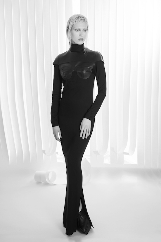 Love_is_stronger_Esther_perbandt_black_shoulder_piece_protector_betty_top_turtleneck_dress_photo_birgit_kaulfuss.jpg