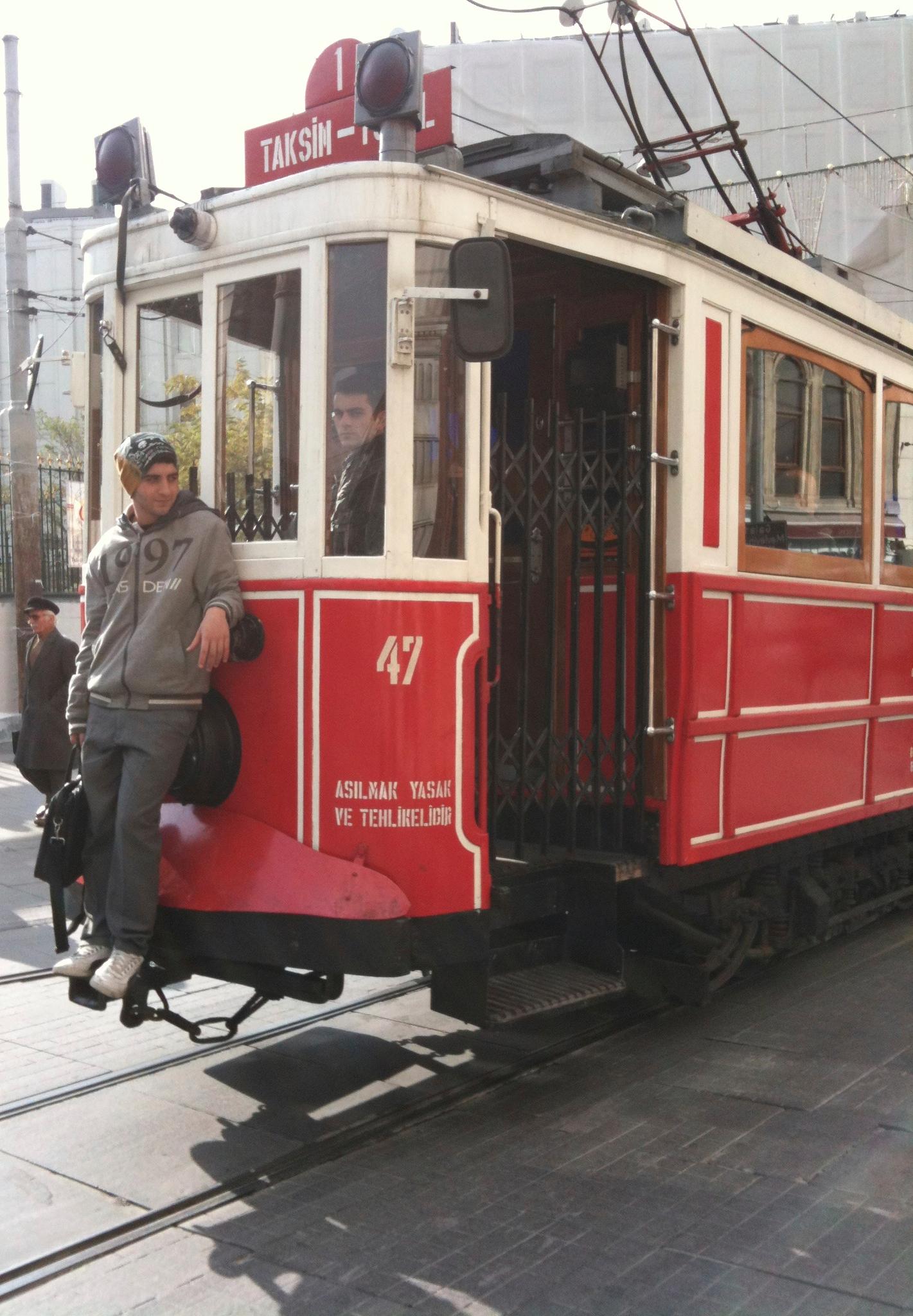 ... puis suivre le tram.