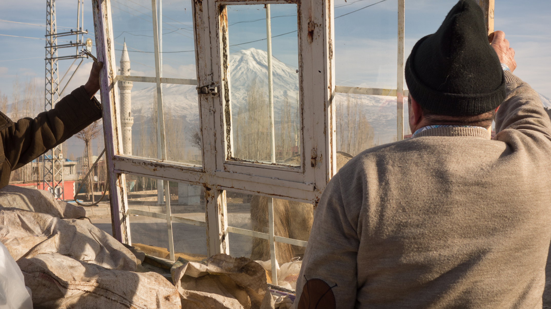 Photo prise par Eric Broncard durant l'hiver 2014 :le mont Ararat vu de Dogubayazit.