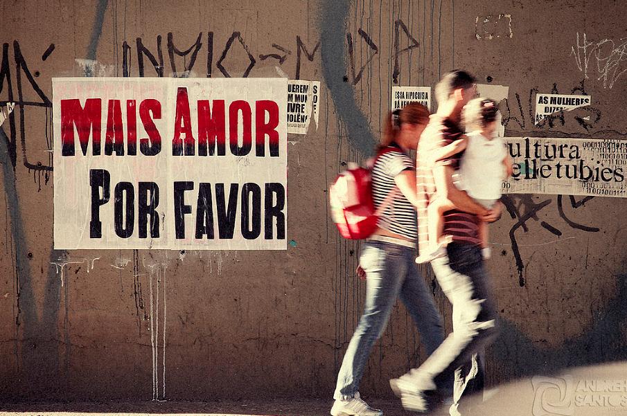 """More love please"" poster - São Paulo Foto: ygormarotta.com"