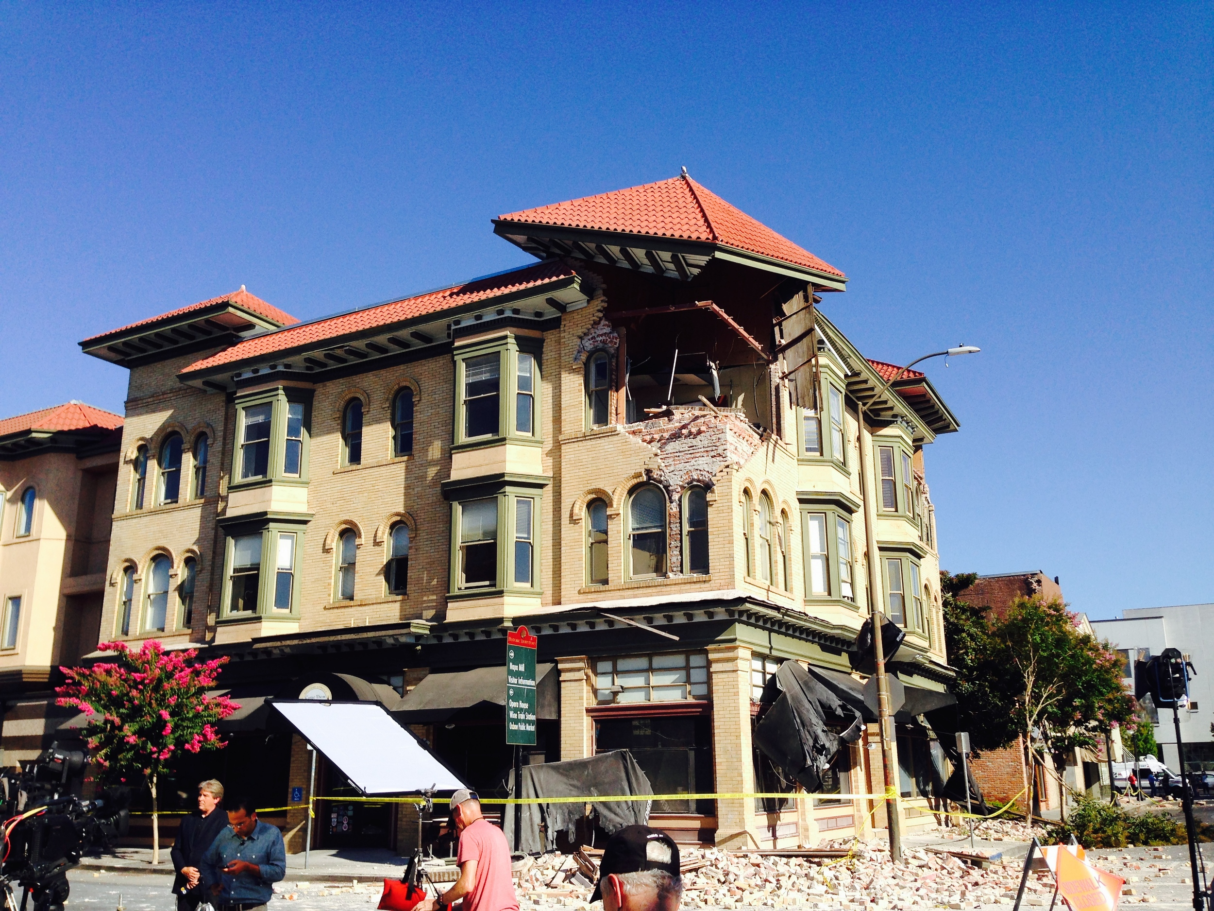 The building housing Carpe Diem Restaurant in downtown Napa, CA lost a big chunk of its second and third story in the quake.