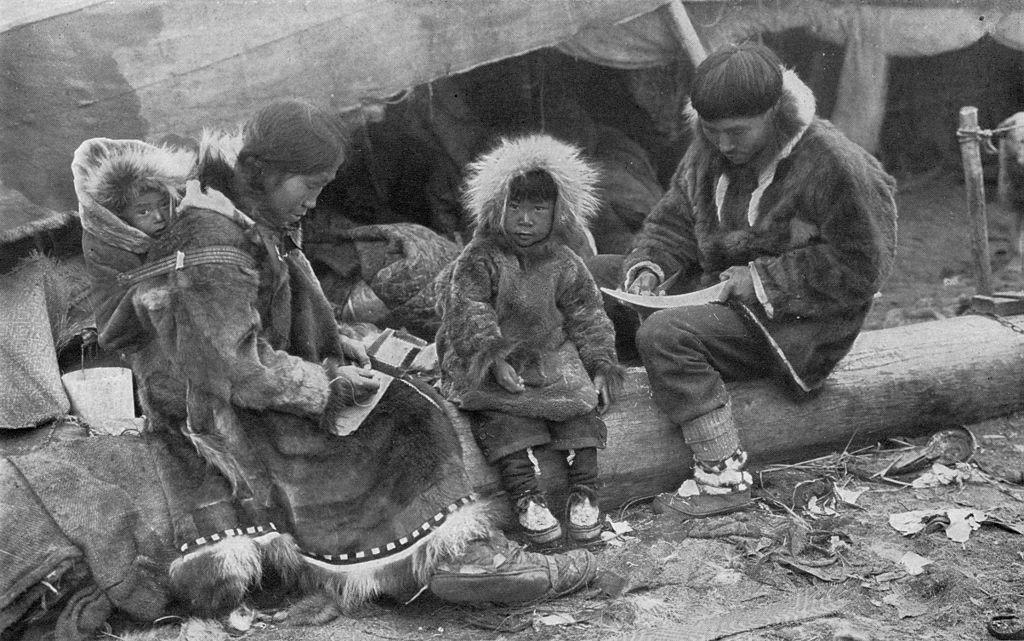 20140307 1024px-Eskimo_Family_NGM-v31-p564.jpg