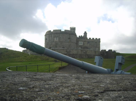 A twentieth century gun in front of the Tudor Pendennis Castle. Author's image used with author's permission.
