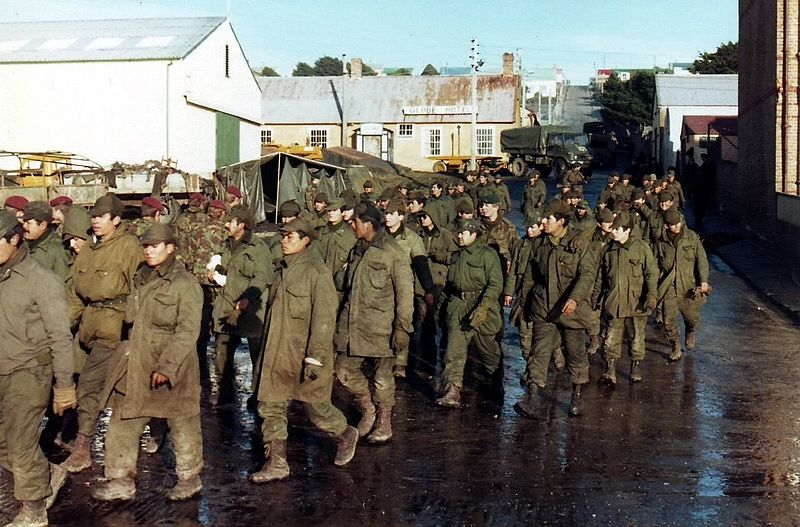 Argentine prisoners of war during the 1982 Falklands War. Source: Ken Griffiths, available  here .