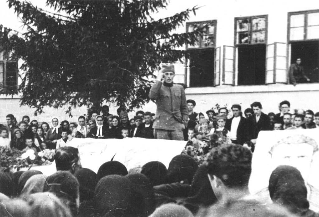 Slobodan Sekulic, Commander of the Partisan Company, paying homage to the killed soldiers in the town of Uzice, October 2, 1941.