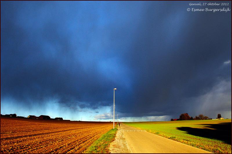 klein Brussel bui slecht weer onweer weg lopen 27-10-2012_DSC4469.jpg