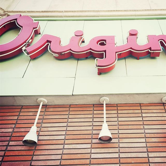 #origin #original #lunch #typography #snapshot #neverstopworking #neverstopexploring #fastfood #unitedstates #california #bricks #neonsign #truckstop #travelphotography #decompression