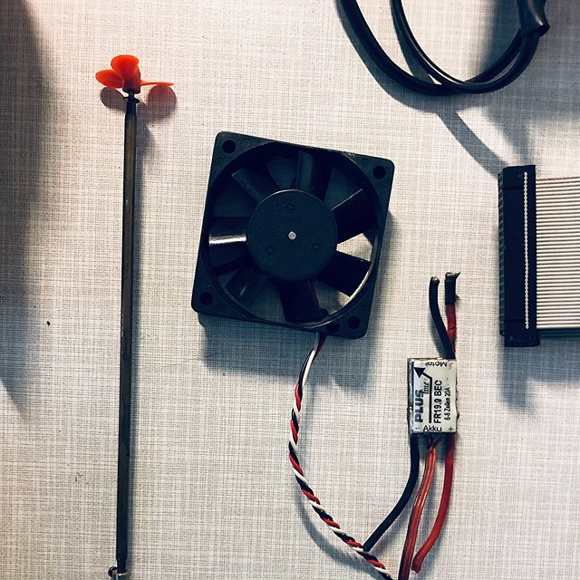 #stillife #wired #electonics #vintagetech #vintage #oldschool #electronics #electronicsengineering #cool #cooling #aircooling #electronicsprojects #engineering #stilllife #ventilator #instagood #art