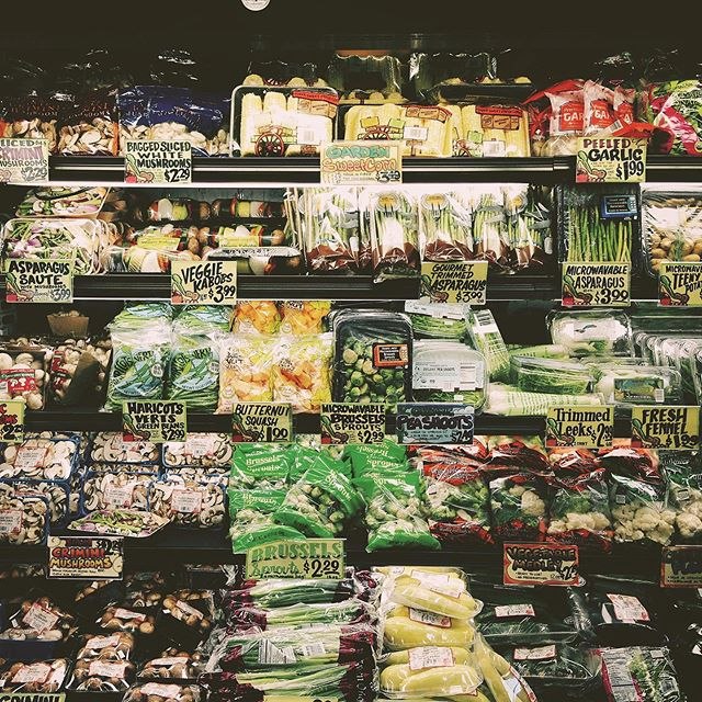 it drives me veggie  #organic #veggies #anyone #travelphotography #supermarket #wholefoods #vegetables #sanfrancisco #siliconvalley #foodie #art #artdirection #photography #design #travel #food #groceries #instagood