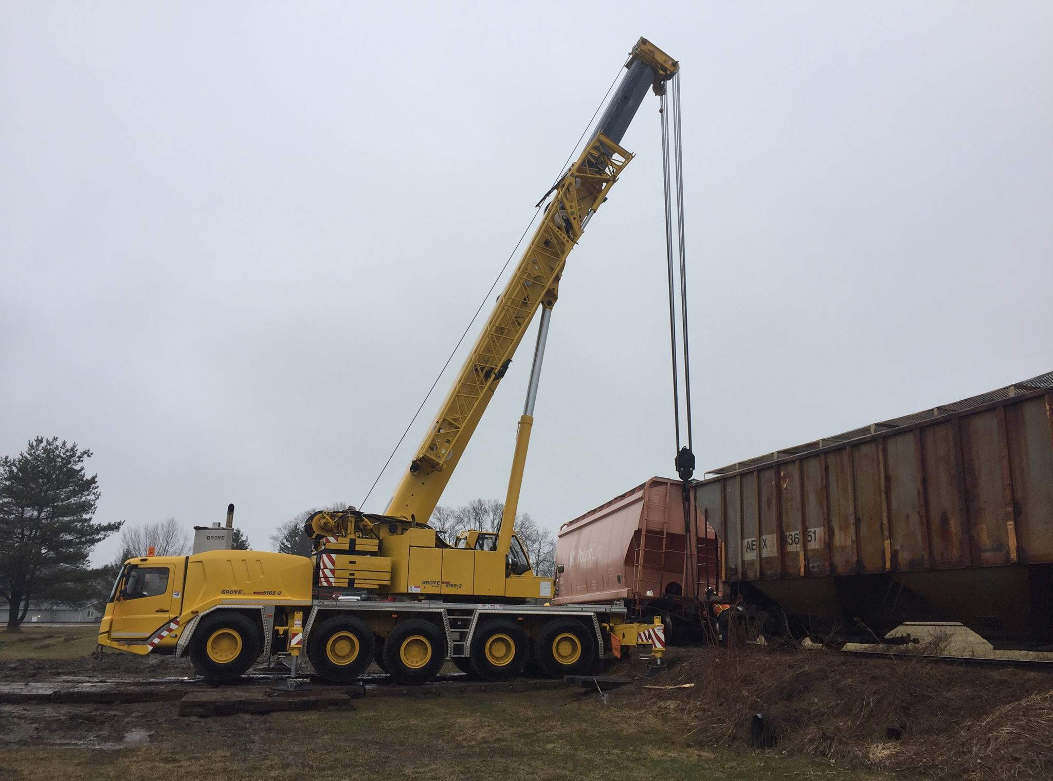 Train car put back on the track by 165 ton mobile crane