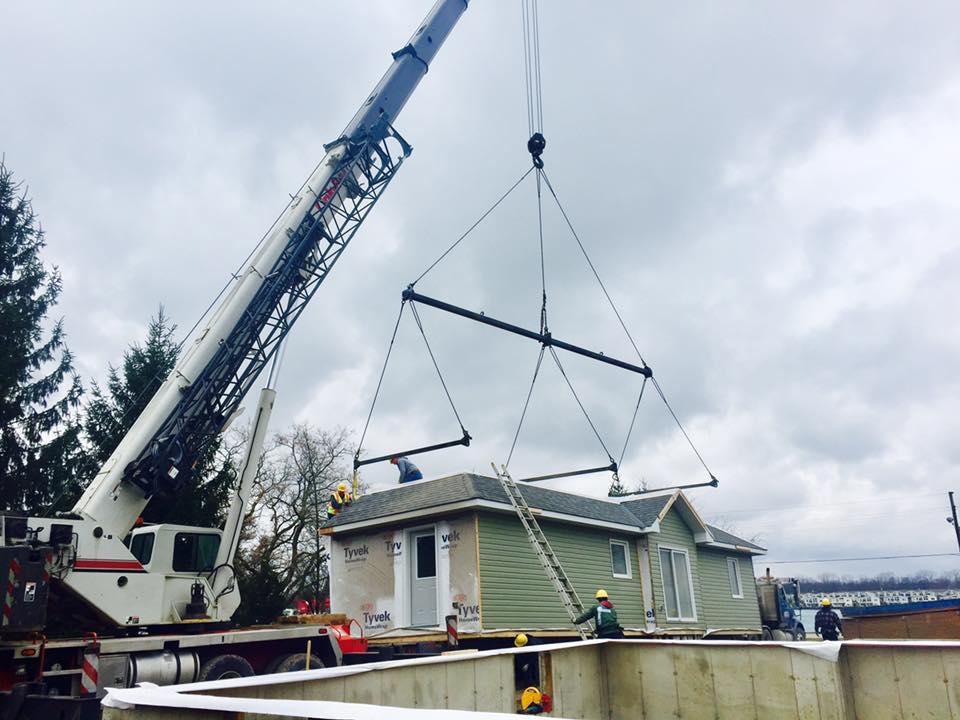Link belt crane lifting entire prefab home