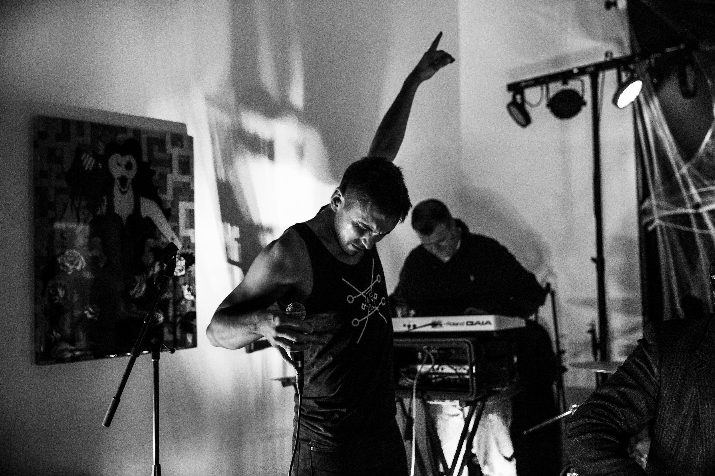 10/29/16 w/Bijou Noir at  Gamut Gallery  (Mpls, MN). Photography: Heather Domeier