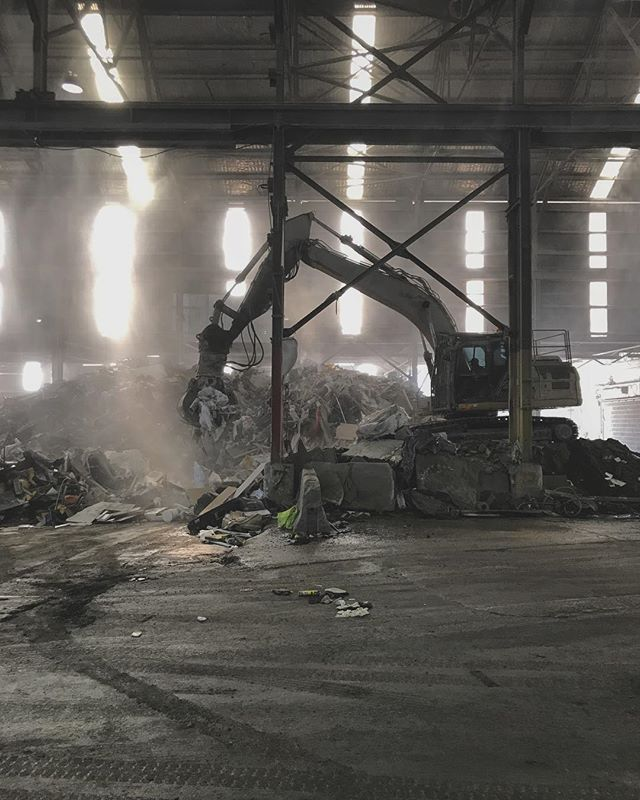 Finally cleaned out one of our storage sheds yesterday which ended in a trip to the dump. Loved watching this excavator working within the old warehouse.  #studioneon #studioneoncatering #excavator #warehouse