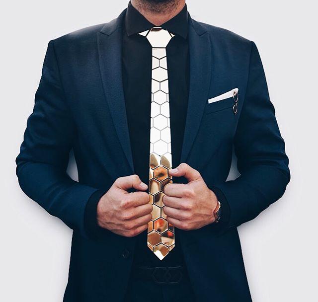 ❌ { gravata de acrílico } 🚫⠀ já viu esse tipo de gravata sendo anunciada por aí? se nunca viu, nem se preocupa em ir atrás. se sabe do que eu tô falando, finge que nunca viu. pode ser? 🤓 ⠀ #consultoriadeimagem #estiloparahomensreais