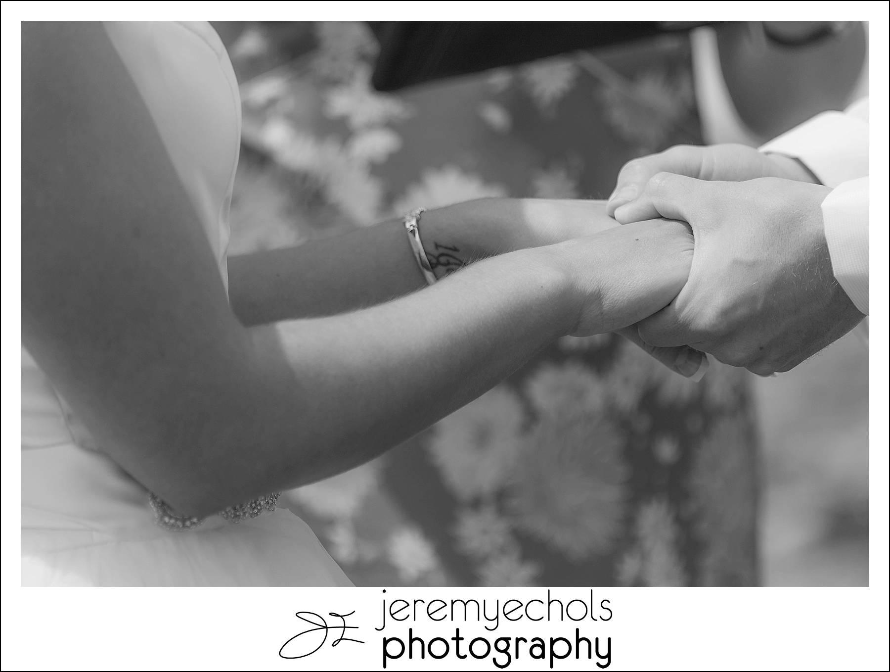 Drew-Erica-Discovery-Park-Wedding-0014_WEB.jpg