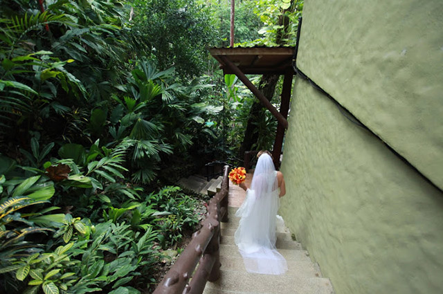real-costa-rica-wedding-jennifer-harter-manuel-antonio-wedding-06b.jpg