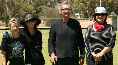 Black Team: l - r Maureen N, Robyn, Paul & Christi who substituted for Jeannette in round one.