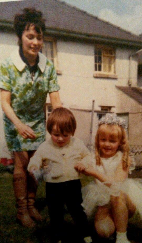 Gillian Evans with children Simon John Evans and Elaine Evans