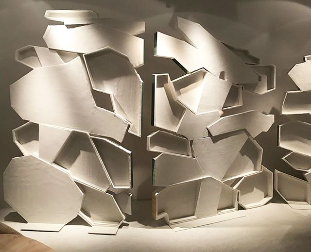 Plaster Screen is a WOW from @galerie_bsl @thesalonny #sculptural #chicinterior #chicinteriors #highenddesign #designerrooms #chicdesign #interior_and_living #interiorforinspo  #interior2you #interiorforyou #interiordetails #interiorwarrior #interiorlovers #interior4you #passionforinterior #interiordesire