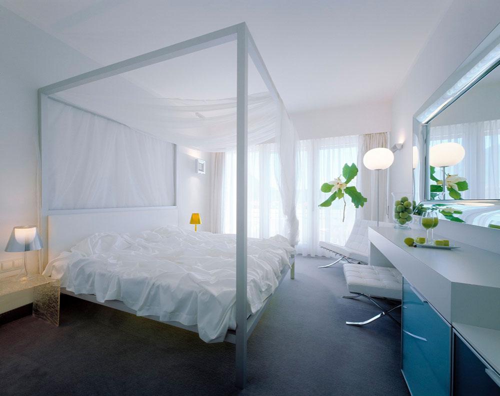 whiteroom.jpg