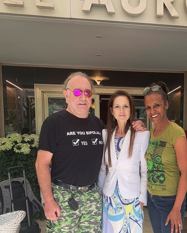 When you leave with a smile 😀 #TraceySpencer & @johnson_righeira è stato un vero piacere ospitarvi da noi. It was a real pleasure  welcoming you. 😎 ————————— #vip #guest #hotel #lifeinthecity #vamosalaplaya #hit #eighties #pop #show #concert #meran #merano #concertodiFerragosto #estate #summer #vacanze #holidays @meetmerano