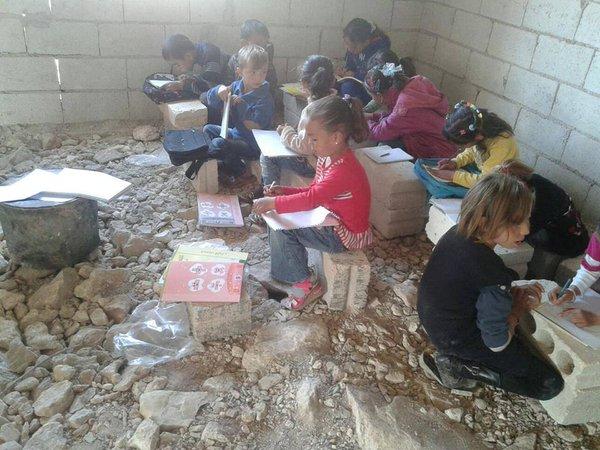 Photo by https://twitter.com/Raqqa_SL/status/663021952576135168