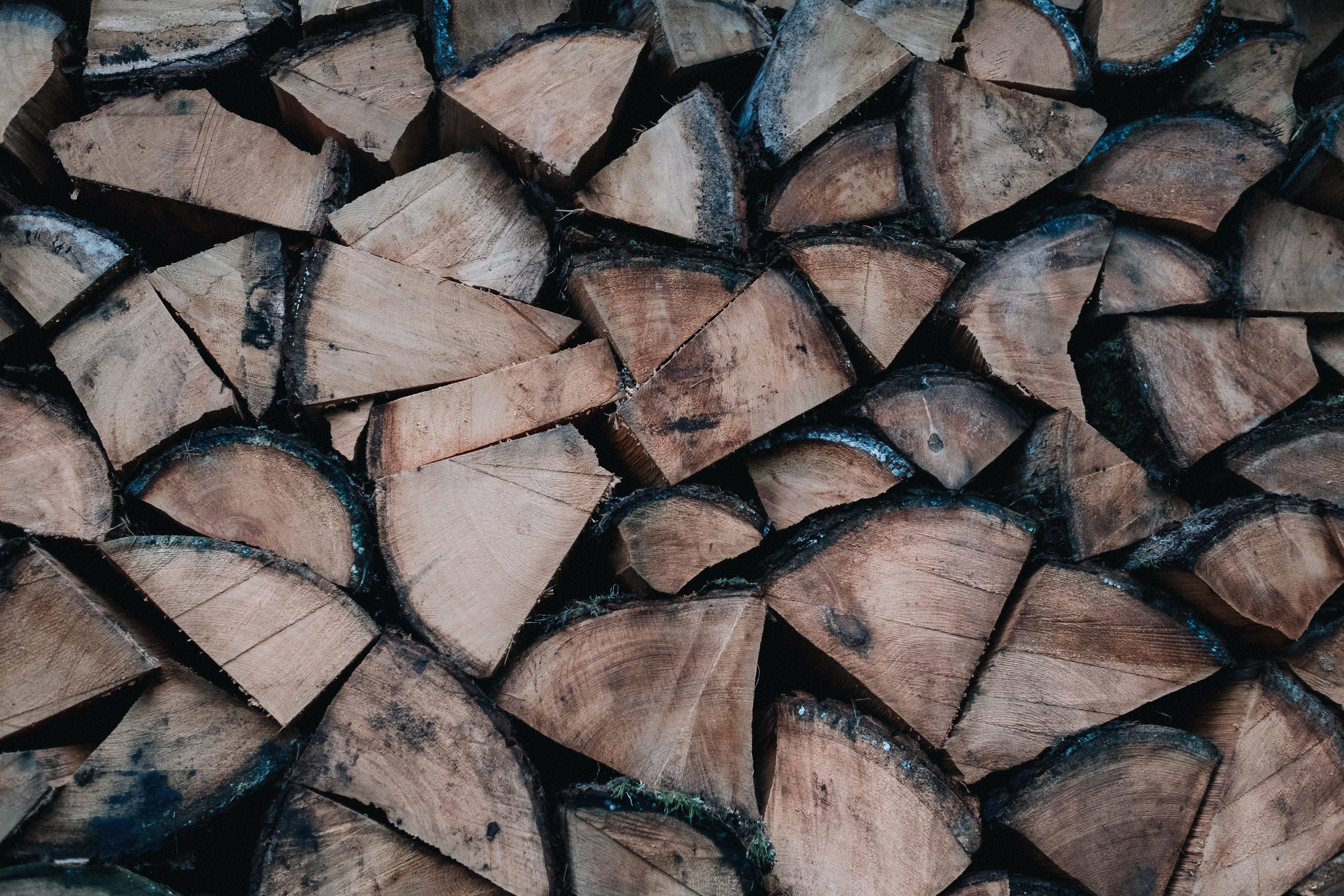 Logs staked in the Scandinavian way