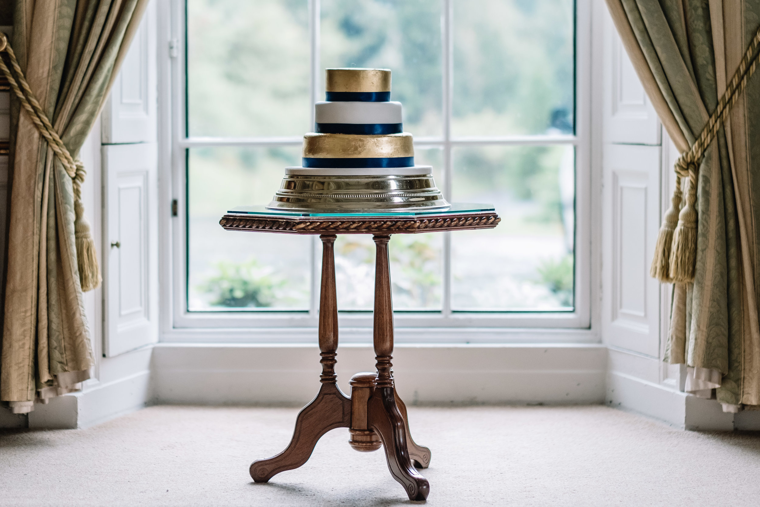 Cake: By  Cakes By Design  | Venue:  Drumtochty Castle